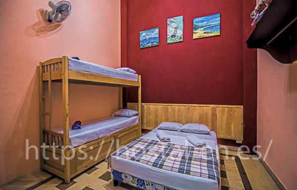 hostales y pensiones muy baratos y centricos en Santa Eulalia de Ronçana