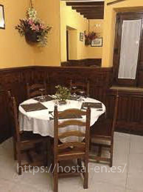 hostales y pensiones muy baratos y centricos en Santa Eugenia