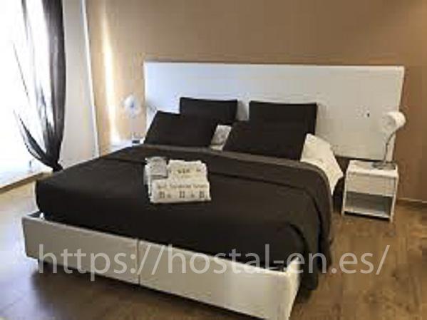 hostels y pensiones muy baratos y centricos en Paterna del Madera