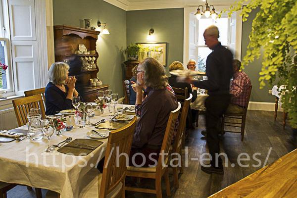 hostels y pensiones muy baratos y centricos en Sant Feliu de Pallerols